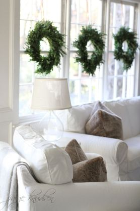 Elegant White Vintage Christmas Decoration Ideas 71
