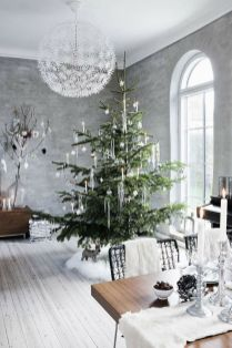 Elegant White Vintage Christmas Decoration Ideas 83