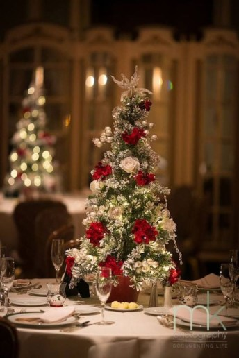 Elegant And Beautiful Tabletop Christmas Tree Centerpieces Ideas 16