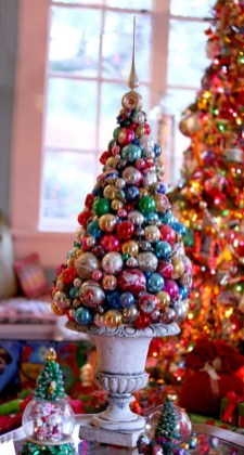 Elegant And Beautiful Tabletop Christmas Tree Centerpieces Ideas 25