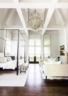 Modern And Elegant White Master Bedroom Decoration Ideas 78