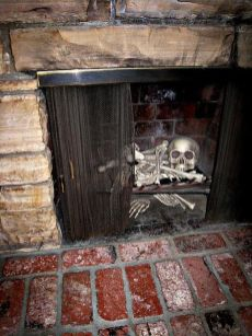 Scary But Classy Halloween Fireplace Decoration Ideas 34