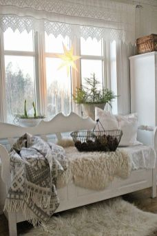 Stunning White Vintage Christmas Decoration Ideas 02