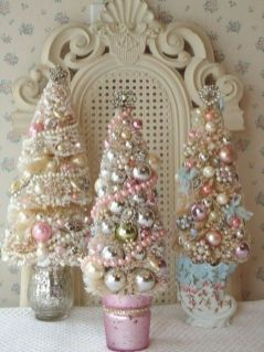 Stunning White Vintage Christmas Decoration Ideas 20