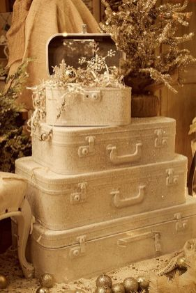 Stunning White Vintage Christmas Decoration Ideas 25