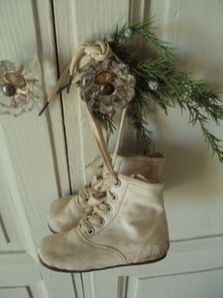 Stunning White Vintage Christmas Decoration Ideas 31