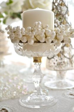 Stunning White Vintage Christmas Decoration Ideas 35