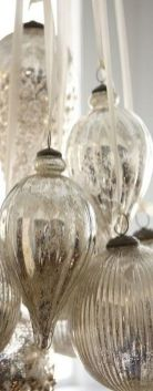 Stunning White Vintage Christmas Decoration Ideas 63