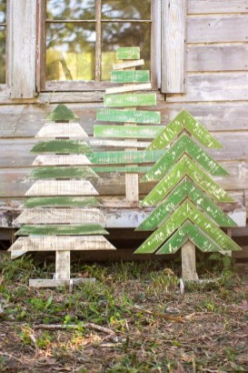 Brilliant And Inspiring Recycled Christmas Tree Decoration Ideas 16