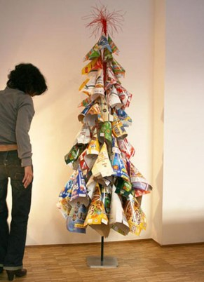 Brilliant And Inspiring Recycled Christmas Tree Decoration Ideas 33