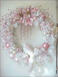 Colorful Christmas Wreaths Decoration Ideas For Your Front Door 07