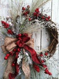 Colorful Christmas Wreaths Decoration Ideas For Your Front Door 23