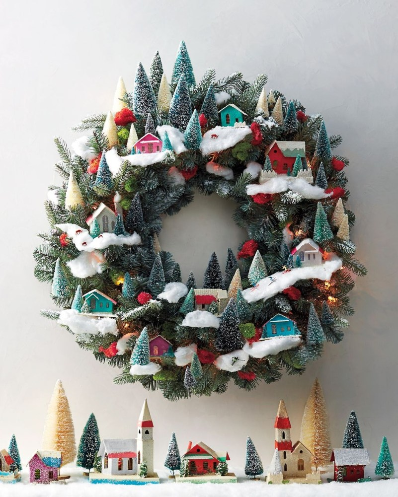 Colorful Christmas Wreaths Decoration Ideas For Your Front Door 27