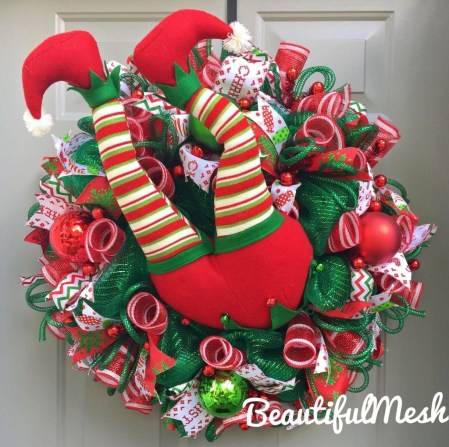 Colorful Christmas Wreaths Decoration Ideas For Your Front Door 29