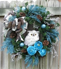 Colorful Christmas Wreaths Decoration Ideas For Your Front Door 47