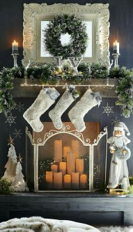 Cozy Fireplace Christmas Decoration Ideas To Makes Your Room Keep Warm33