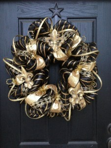 Elegant Black And Gold Christmas Decoration Ideas04