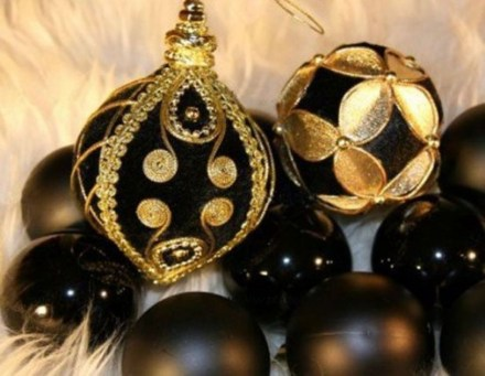 Elegant Black And Gold Christmas Decoration Ideas06