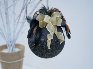 Elegant Black And Gold Christmas Decoration Ideas10