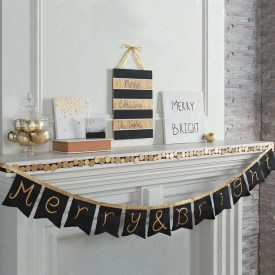 Elegant Black And Gold Christmas Decoration Ideas20