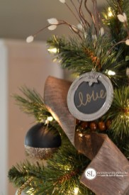 Elegant Black And Gold Christmas Decoration Ideas23