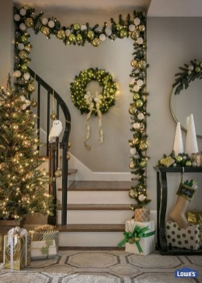 Elegant Black And Gold Christmas Decoration Ideas27
