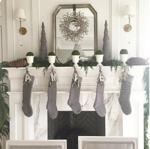 Elegant Black And Gold Christmas Decoration Ideas29