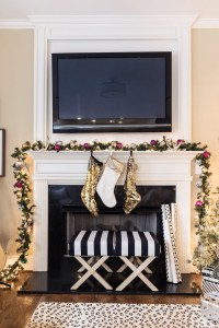 Elegant Black And Gold Christmas Decoration Ideas32