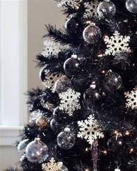 Elegant Black And Gold Christmas Decoration Ideas39