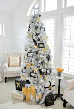 Elegant Black And Gold Christmas Decoration Ideas44