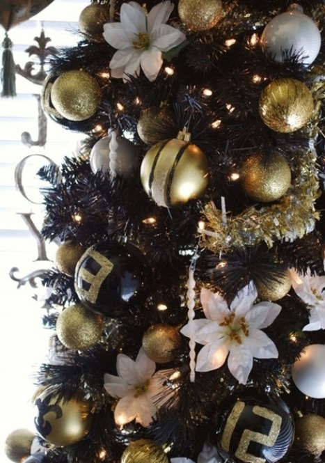 Elegant Black And Gold Christmas Decoration Ideas47