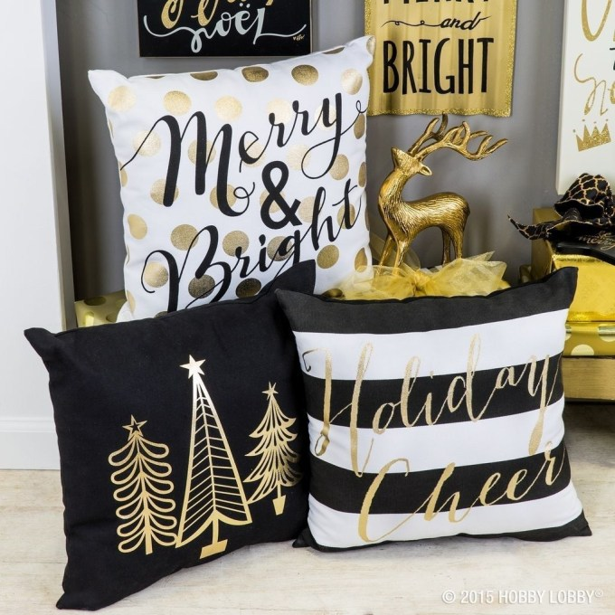 Elegant Black And Gold Christmas Decoration Ideas49
