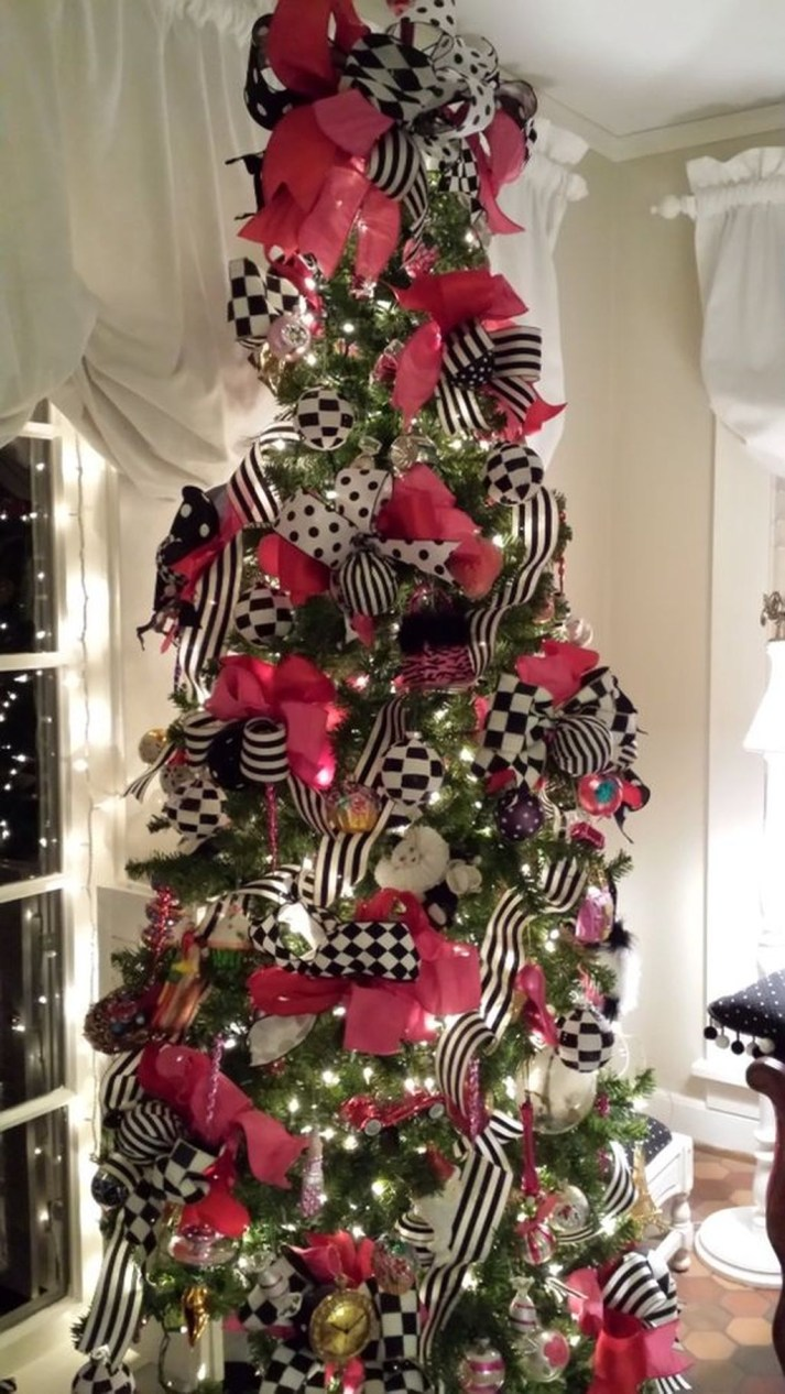 Gergerous Indoor Decoration Ideas With Christmas Lights31