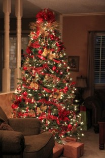 Totally Inspiring Red And Gold Christmas Decoration Ideas 39