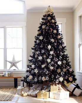 Unique And Unusual Black Christmas Decoration Ideas 31