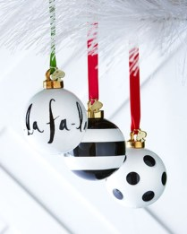 Unique And Unusual Black Christmas Decoration Ideas 44