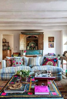 Bright And Colorful Living Room Design Ideas42