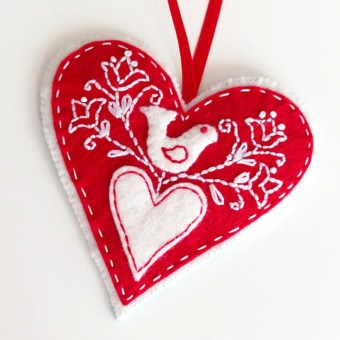 Cute Whimsical Christmas Ornaments Ideas For Your Holiday Decoration 41