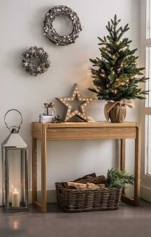Inspiring Winter Entryway Decoration Ideas 24