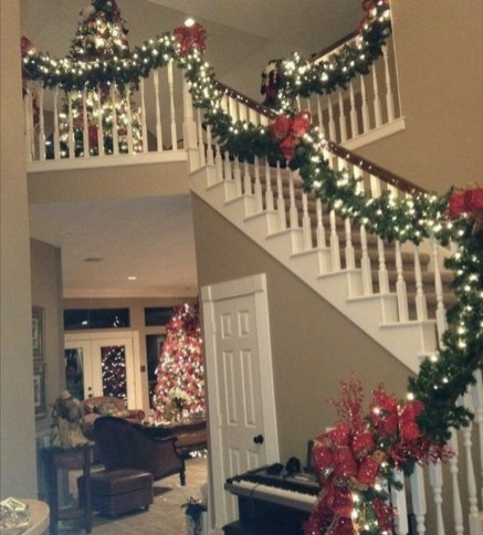 Inspiring Winter Entryway Decoration Ideas 30
