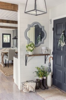 Inspiring Winter Entryway Decoration Ideas 33