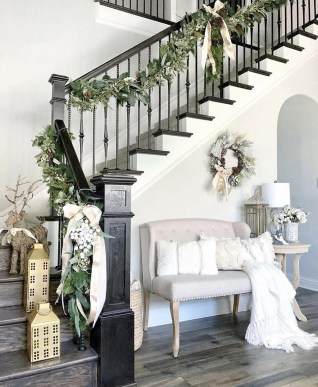 Inspiring Winter Entryway Decoration Ideas 39