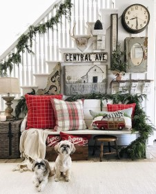 Inspiring Winter Entryway Decoration Ideas 41