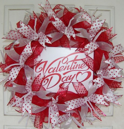 Cute Valentine Door Decoration Ideas You Should Try 36
