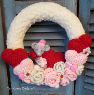 Cute Valentine Door Decoration Ideas You Should Try 39