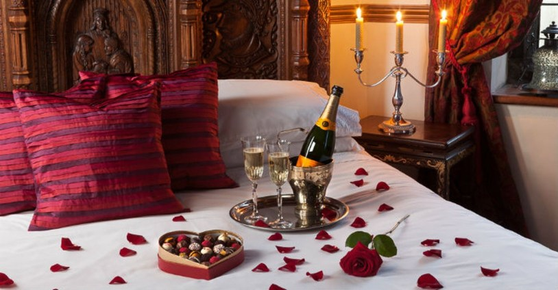 Romantic Bedroom Decorating Ideas For Valentines Day 21