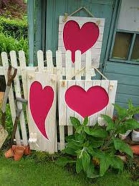 Stunning DIY Outdoor Valentine Decoration Ideas 21