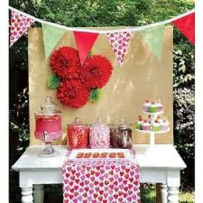 Stunning DIY Outdoor Valentine Decoration Ideas 27