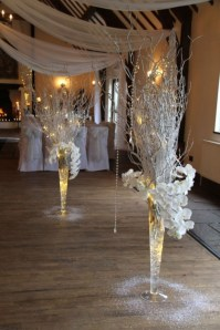 Stunning Gold Winter Decoration Ideas 05