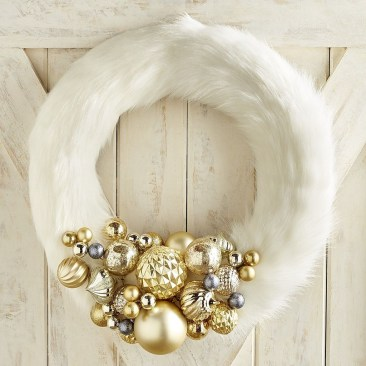 Stunning Gold Winter Decoration Ideas 25